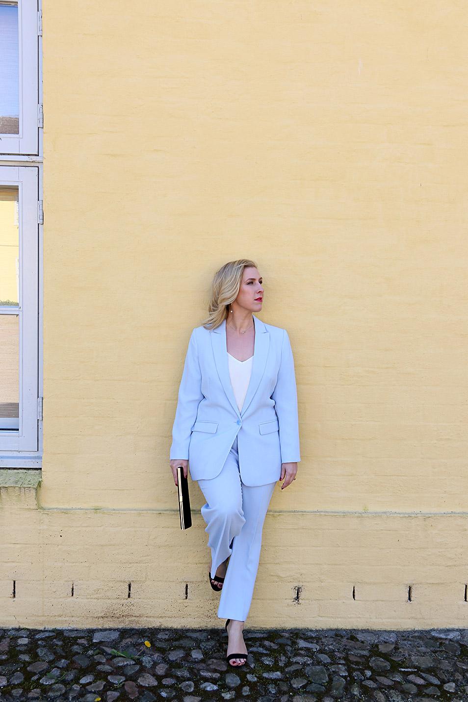 Business Outfit Hosenanzug und Clutch Relana Dombetzki ALDO Magazin