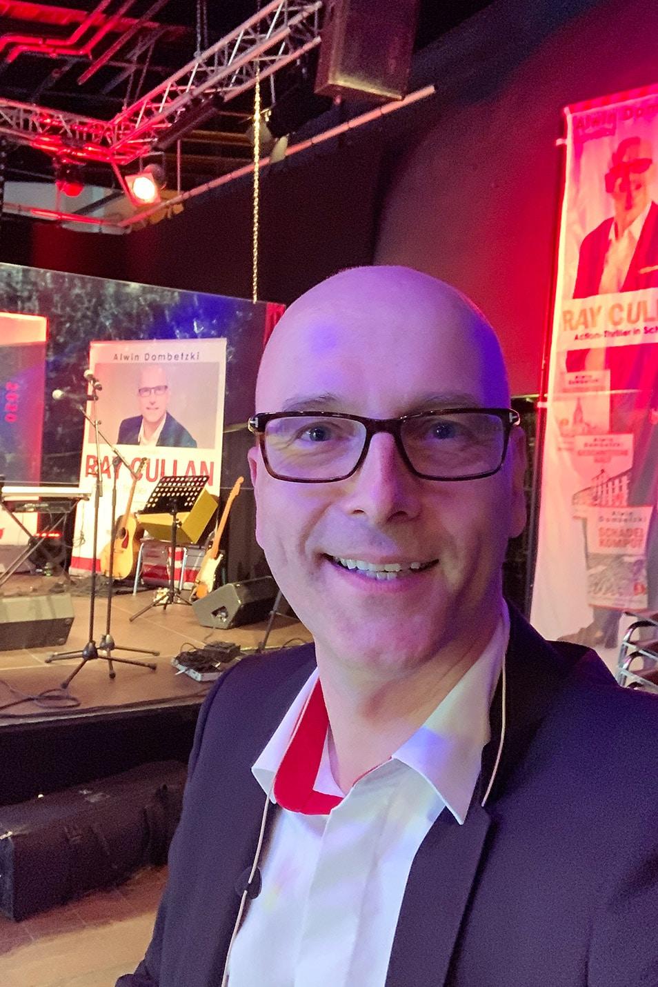 Live Lesung Bühne Alwin Dombetzki KulturfestivalSH Relana Dombetzki ALDO Magazin