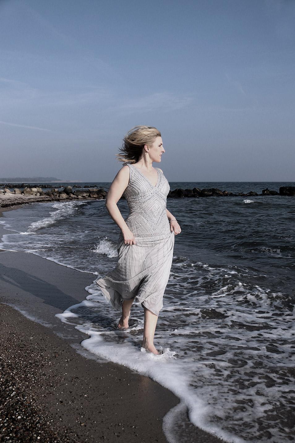 Silvester Outfit Abendkleid Pailetten balticsea Relana Dombetzki ALDO Magazin